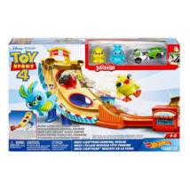 Hot Wheels Toy Story 4: Buzz Lightyear karneváli mentőakció pályaszett